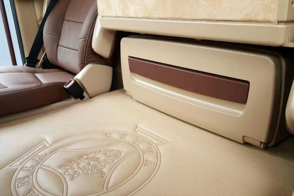 https://www.truck-interiors.com/site/scania/$FILE/Truckbekleding-scania-r500-transports-le-berre-03-960x640.jpg